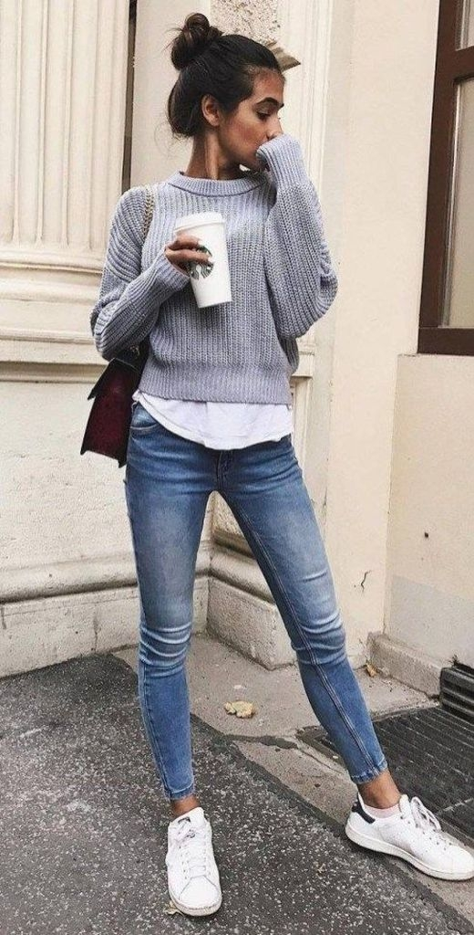 Spring outfit with grey sweater and skinny jeans