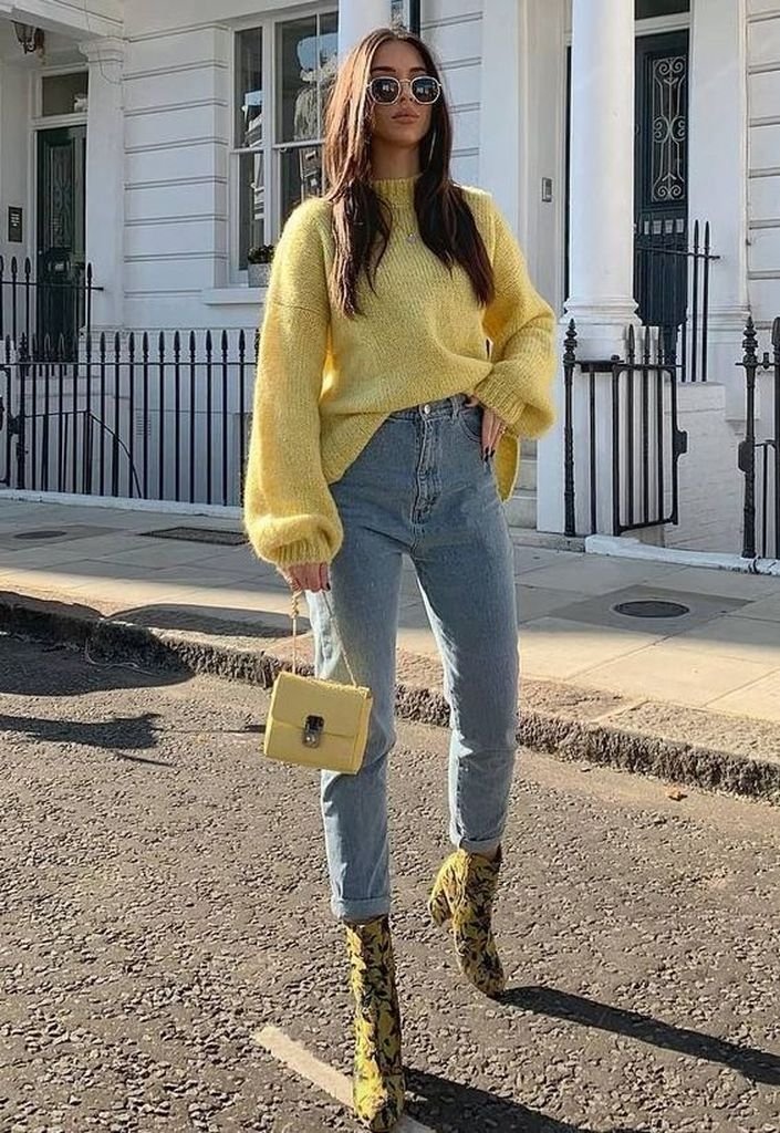 Spring outfit with jeans and oversized yellow sweater