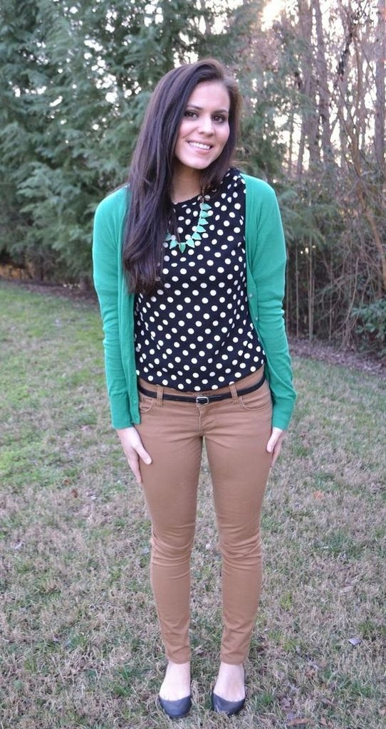 Spring outfit with green cardigan and polka dot top