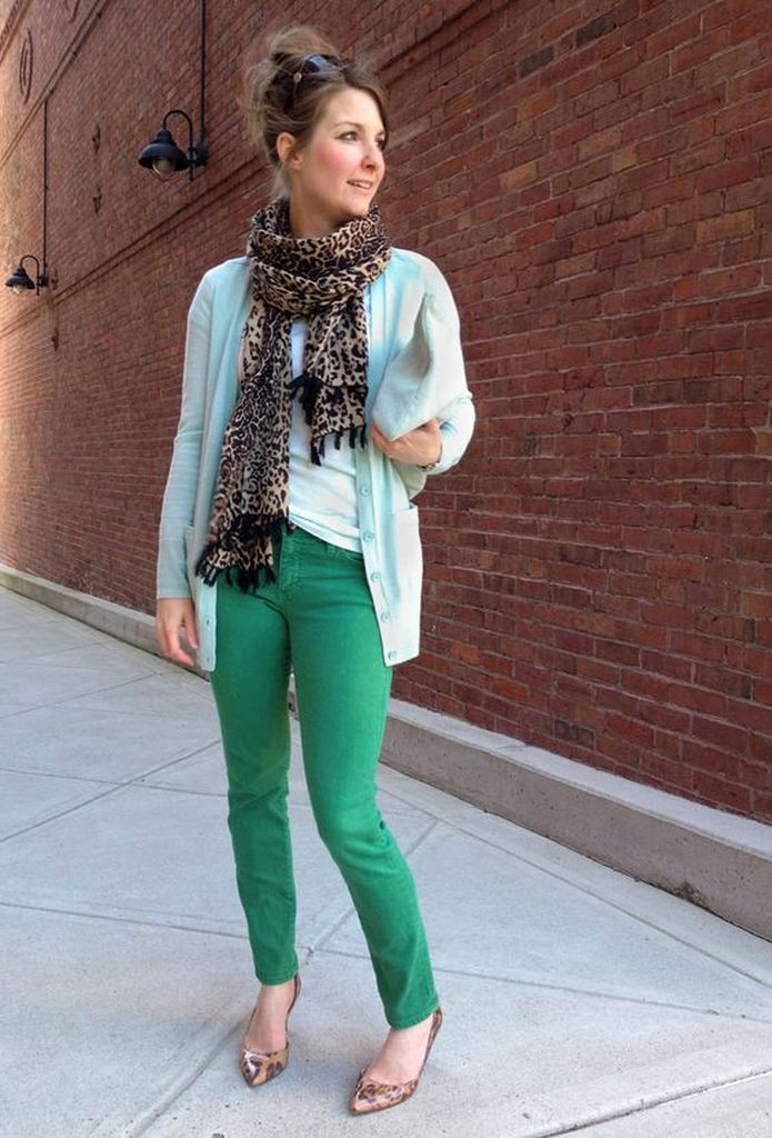 Spring outfit with scarf and green pant