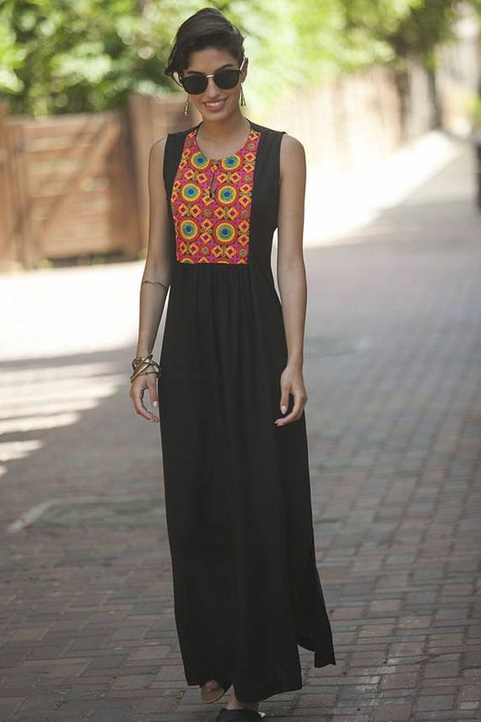 Embroidered flower maxi dress with black color