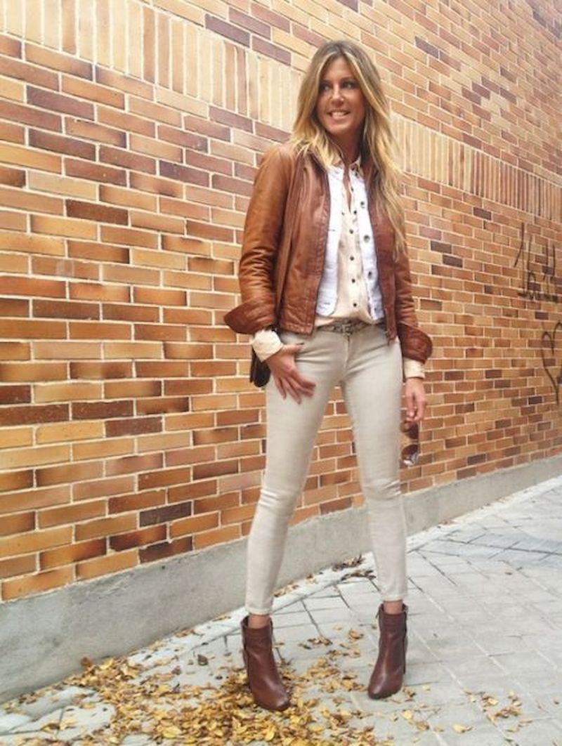Women outfits with brown leather jacket and ankle boots