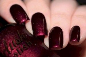 Glitter nails with red dark color