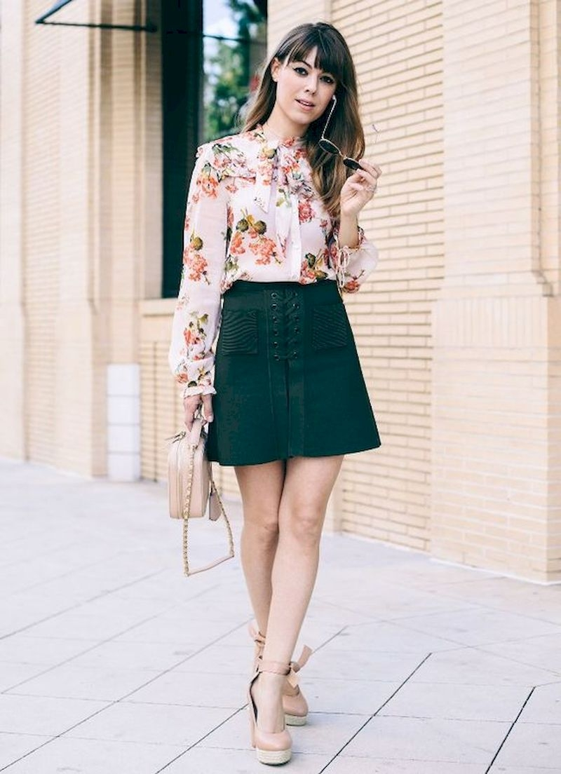 Spring outfit inspiration with floral blouse