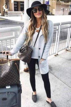 51 Fall Travel Outfit Ideas For You Who Always On The Go (3)