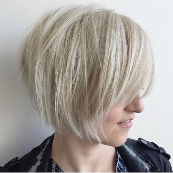 Short Layered Straight Hair With Bangs