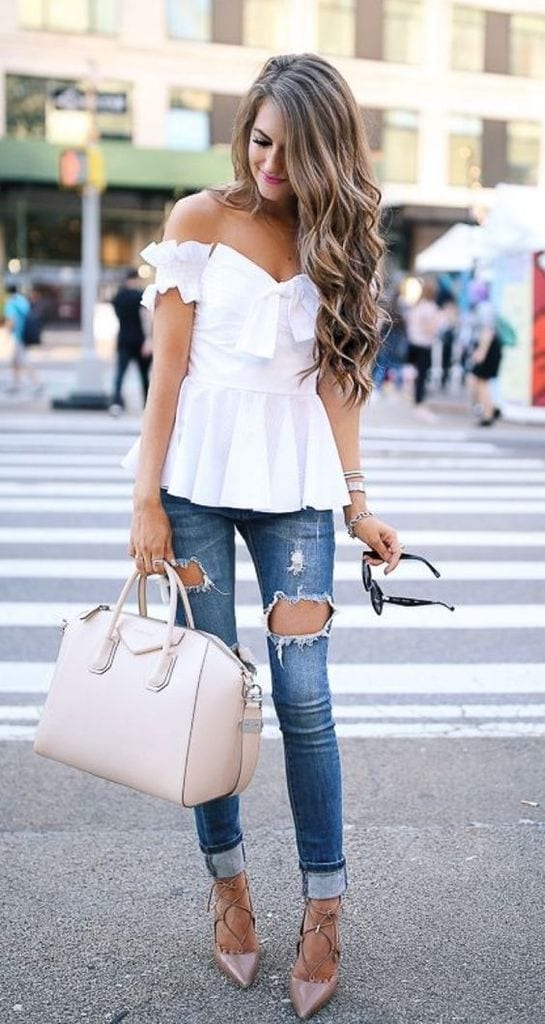 Summer outfit with ripped jeans