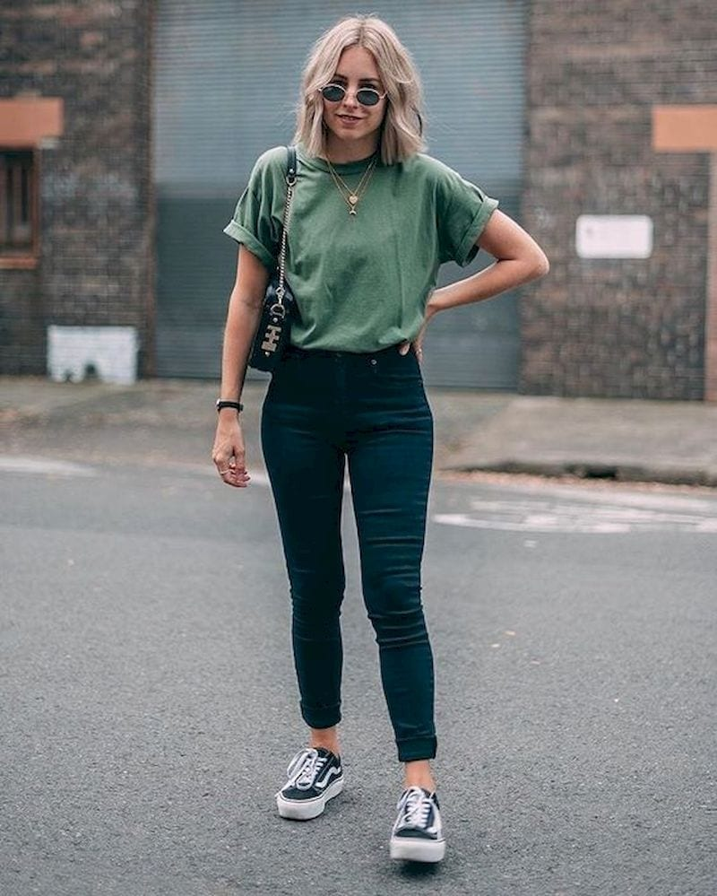 Spring outfit with green t-shirt and vans shoes
