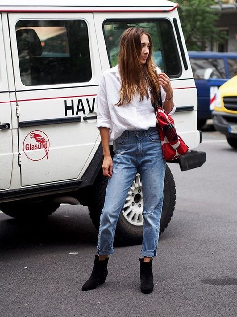 Summer outfit with blue jeans