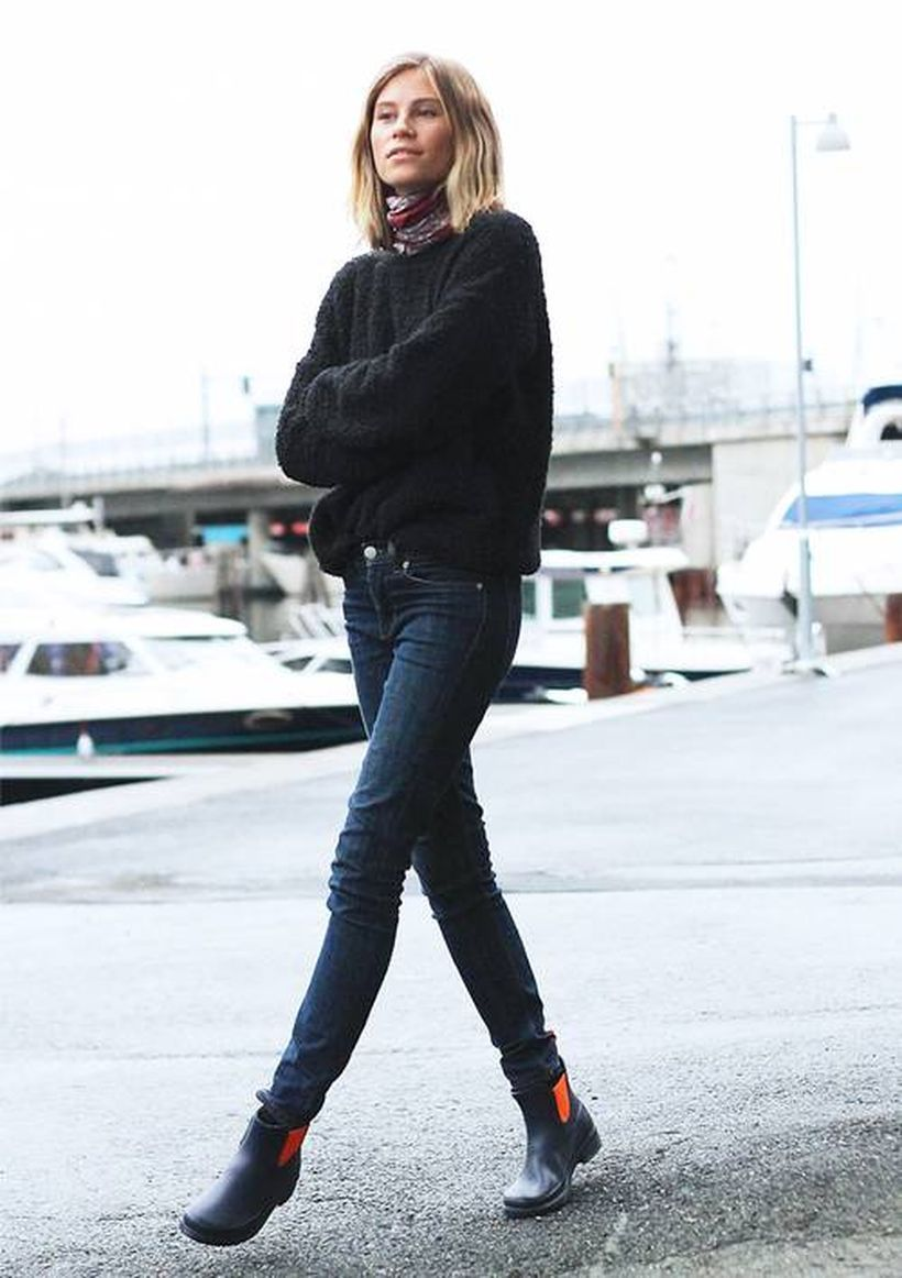 Black-thick-sweater-and-denim-pants