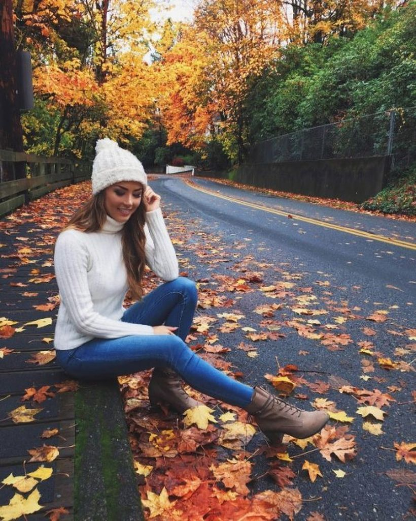Turtleneck-sweater-and-skinny-jeans.-