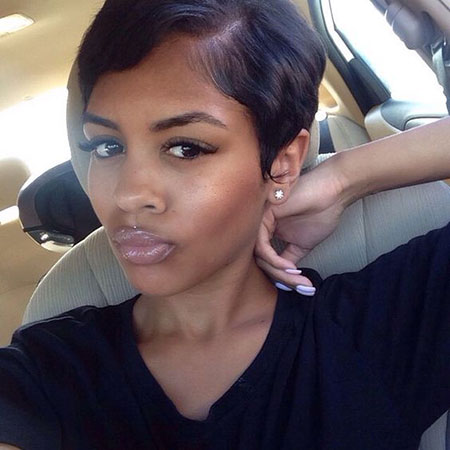Cute Pixie Hairstyle for Black Women