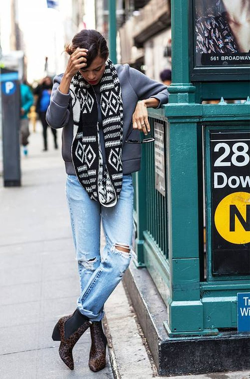 Grey-sweater-with-black-and-white-scarf