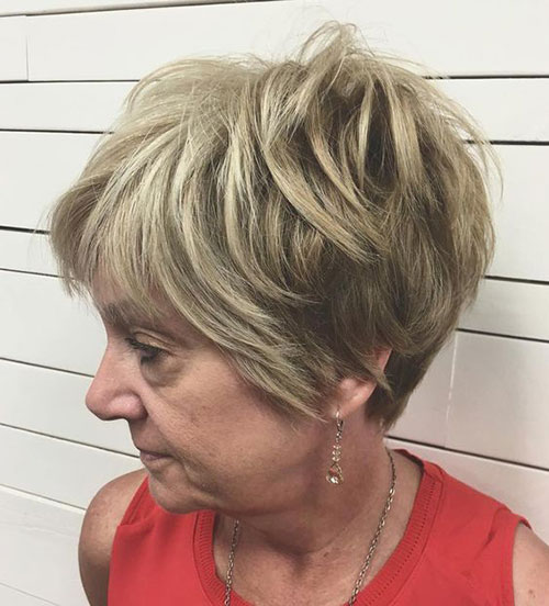 Edgy Pixie Haircuts Women Over 50-12