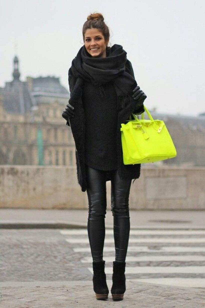 Suede-black-boots-and-shiny-black-leggings