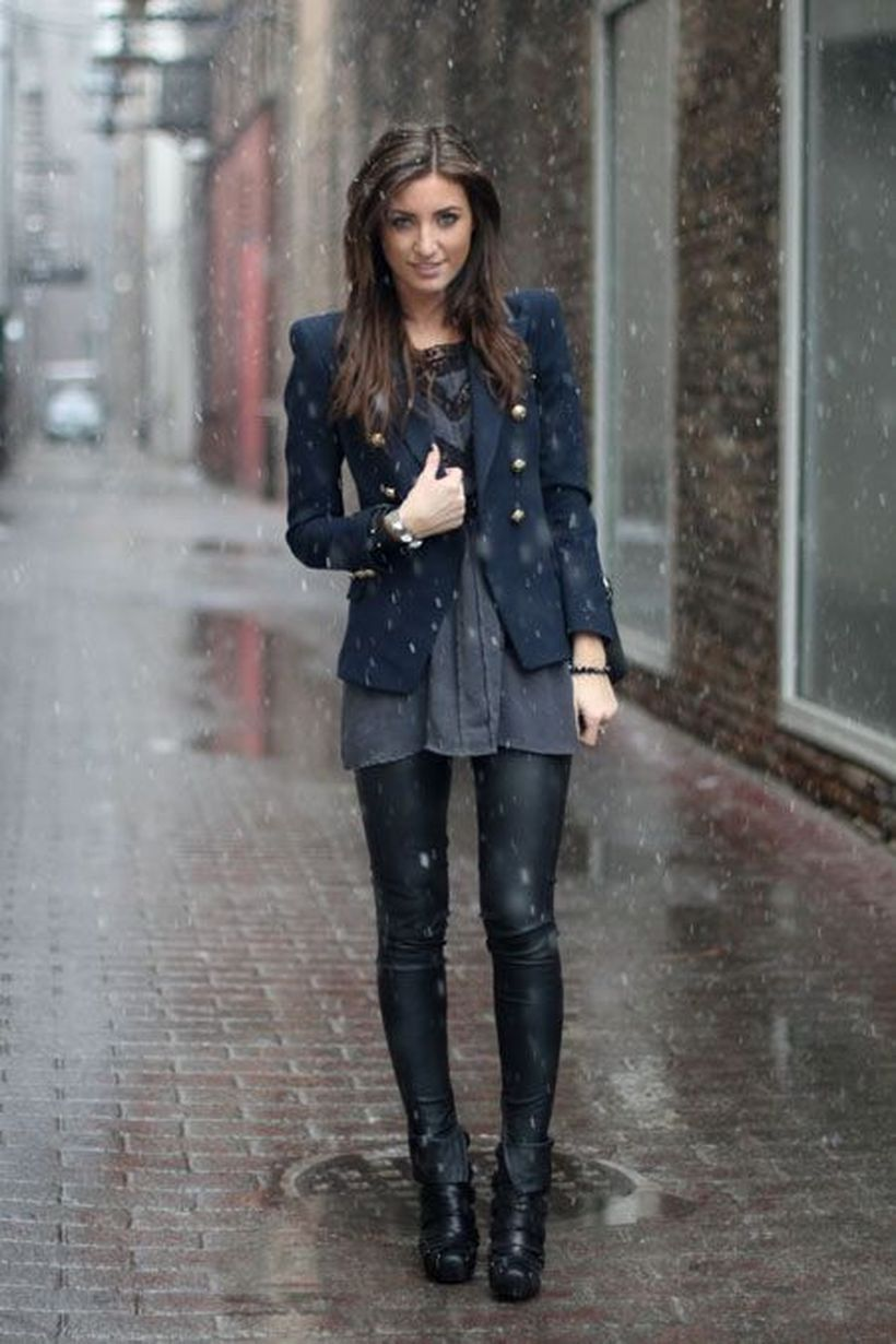 All-in-black-boot-and-shiny-black-leggings