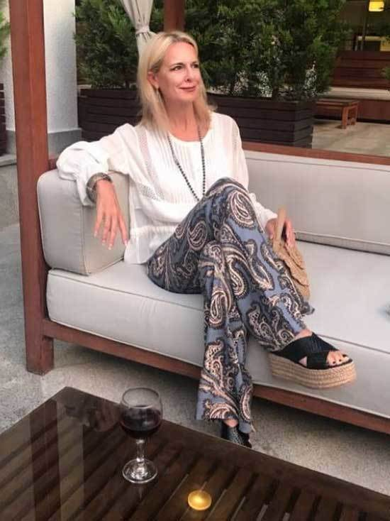 Pretty Outfits for Women Over 50