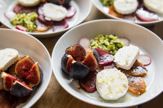 salade van bietjes, courgette, vijgen en geitenkaas