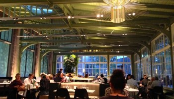 Nieuwe aanwinst in Amsterdam vol 19e eeuwse allure: Café Restaurant De Plantage