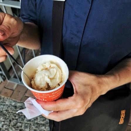 Amandel granita van Duo Sicilian Icecream