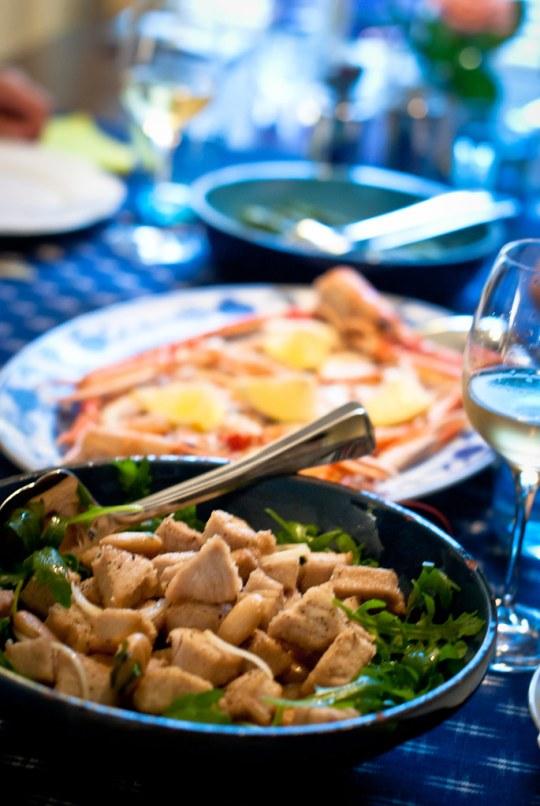 Salade met borlottibonen en gefrituurde tonijn