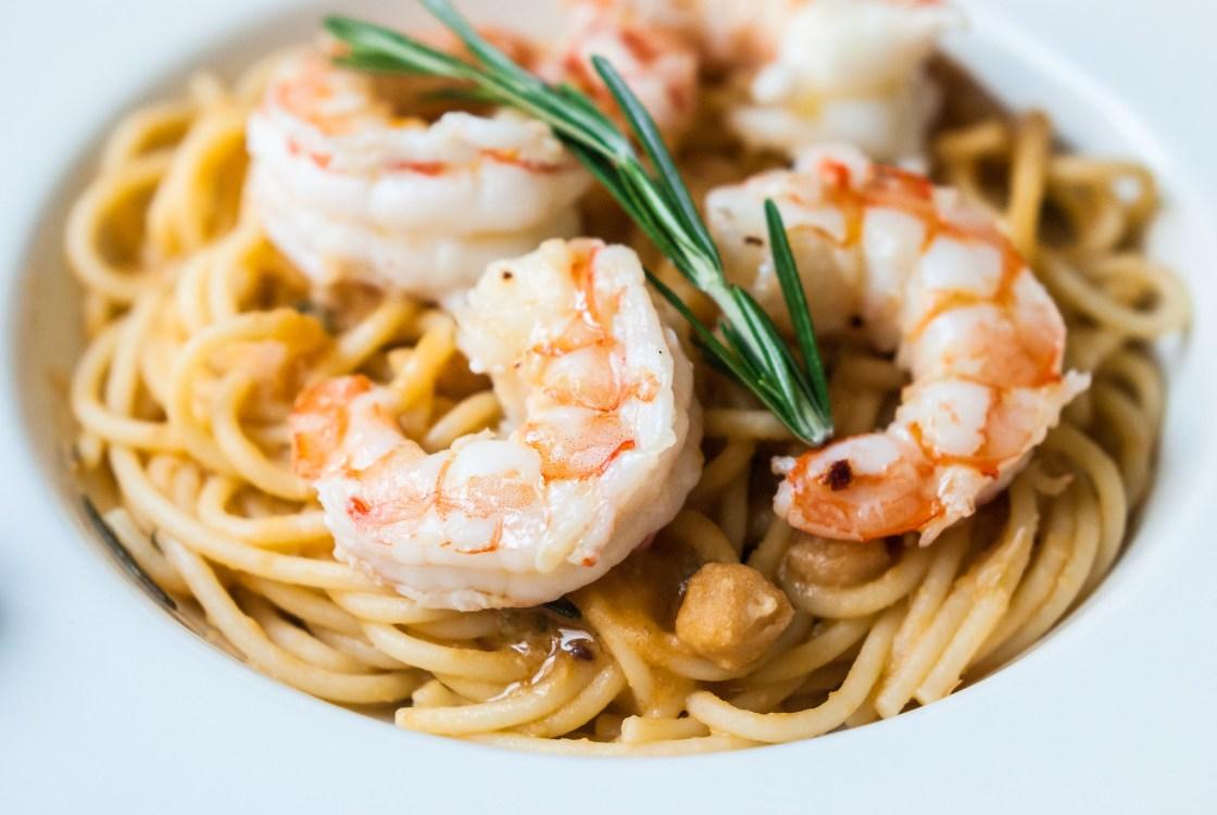 Spaghetti met kikkererwten en gamba's