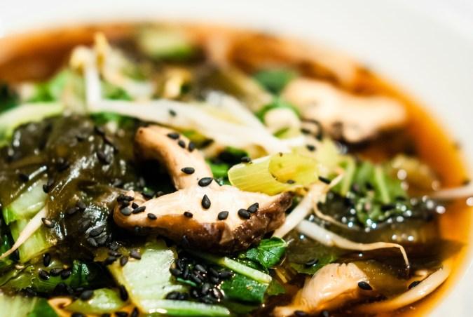 Voorjaarskuur met Ottoplenty:  noedelsoep met knoflook-limoen-gember-chili-saus