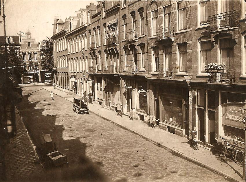1920: Slagerij Anton Nieuwendijk (rechts onderin)