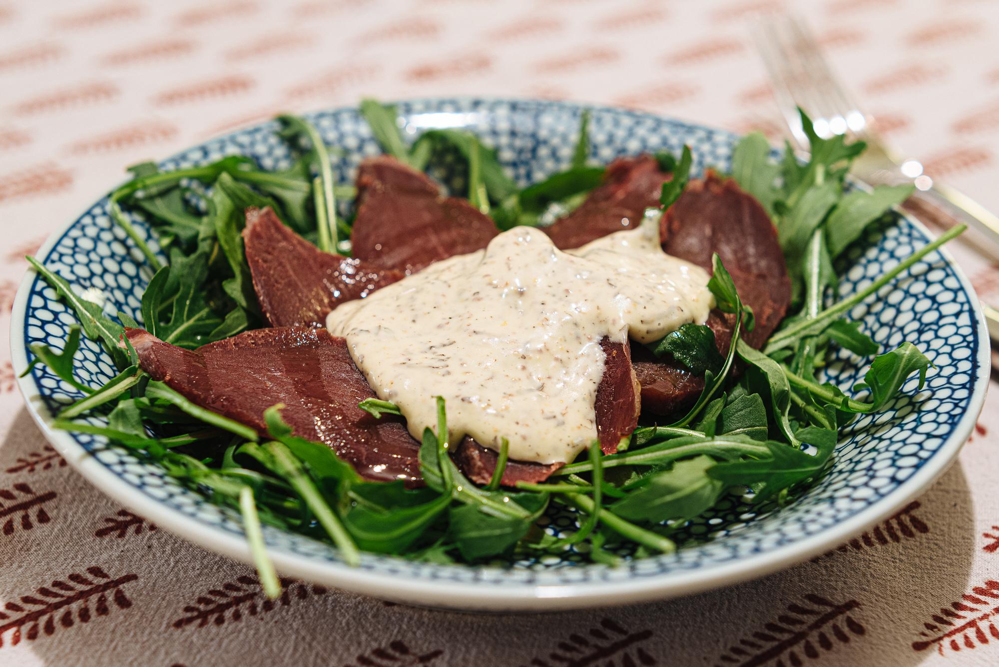 Gerookt hertenvlees met truffelmayonaise