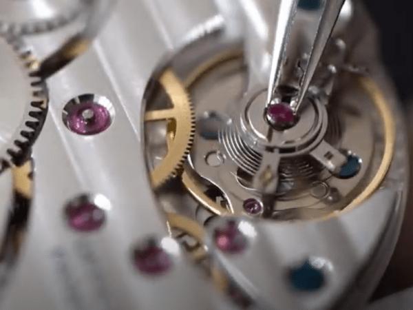 【YouTube動画紹介】No.0006 機械式腕時計の組み立て ④アンクル・巻真・テンプ等の取付け