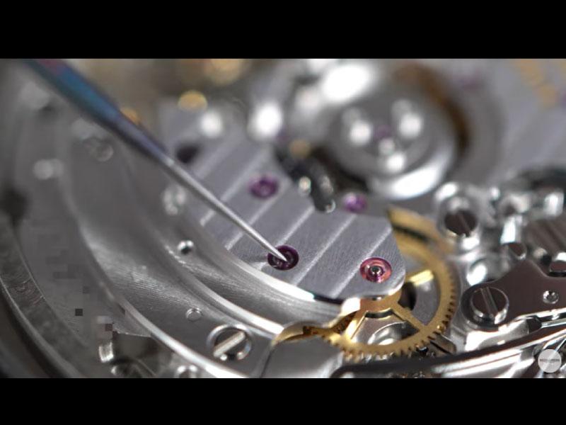 YouTubeNo.0039 No.0039 【手巻きがおかしい!?】修理実例:巻上げ不良 『ローター連れ回りに対する修理』 ~BREITLING(ブライトリング) CHRONOMAT44(クロノマット44)~