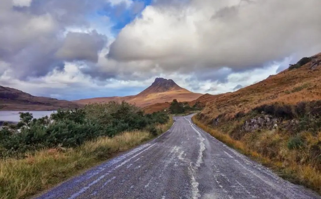 5a2516c6bc Scotland is a paradise for road trippers - endless roads meander through the  beautiful mountains and