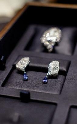 Boucles d'oreilles de la collection Volants de la Reine chez Breguet