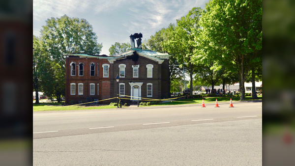 COVER PHOTO_Loudon Co courthouse day after fire image_WATE_0424_1556138356077.jpg.jpg