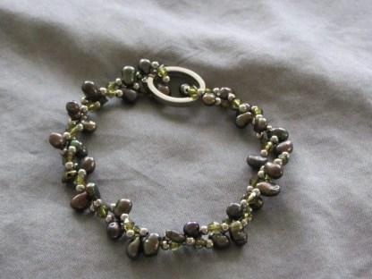 Pulsera de perlas pepita verde oscuro 1