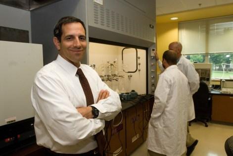 photo of Dr. Schoenholtz