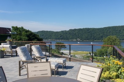 Water-Club-Poughkeepsie-Rooftop-patio-10