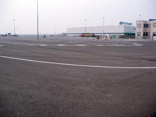 Piacenza, piazzale impermeabilizzato della piattaforma logistica.