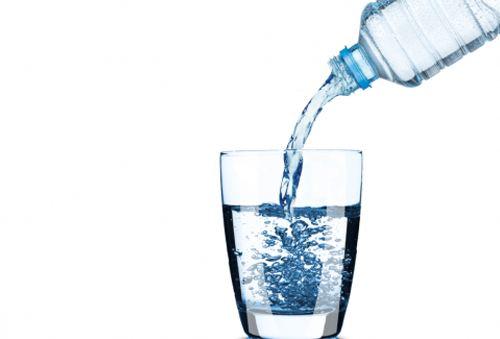 Acqua minerale: piace sempre molto agli italiani