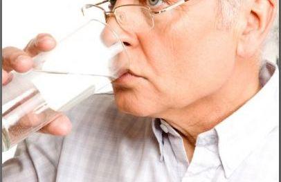 I pensionati italiani bevono acqua del rubinetto