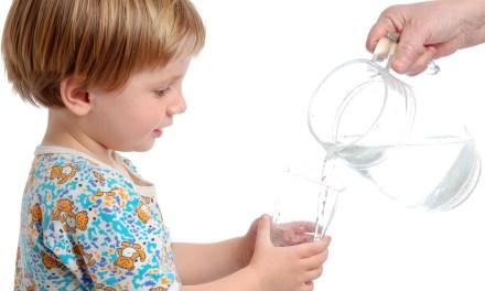 A scuola si beve sempre più spesso l'acqua del rubinetto