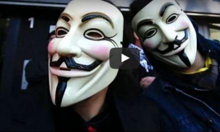 Anonymous: chi sono gli hacker che hanno dichiarato guerra all'Isis