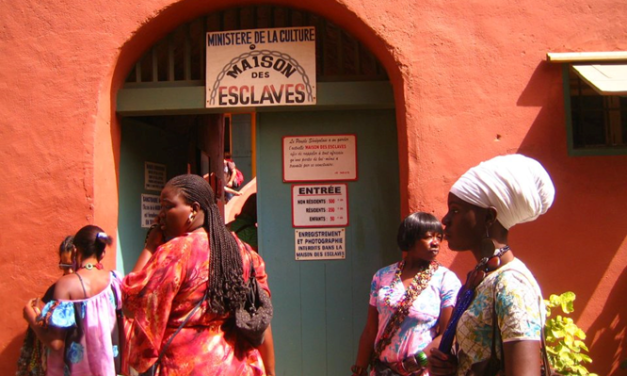 """La  """"Maison des Esclaves"""" e la Porta del Non Ritorno.  Isola di Gorée – Dakar, Senegal"""