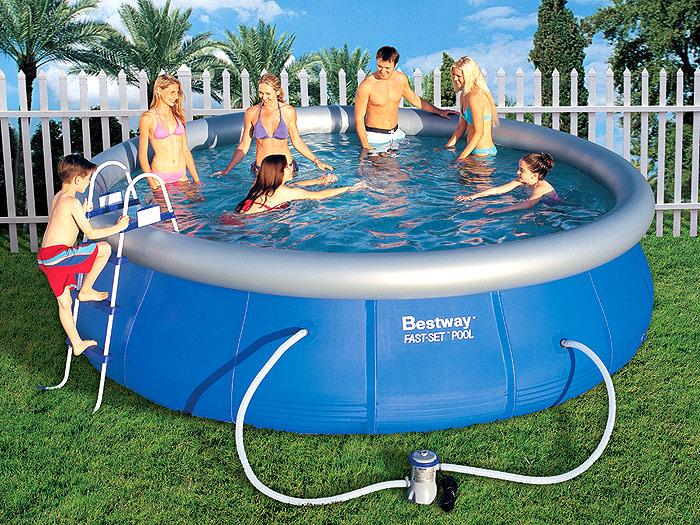 L'acqua e il divertimento in piscina: le piscine gonfiabili