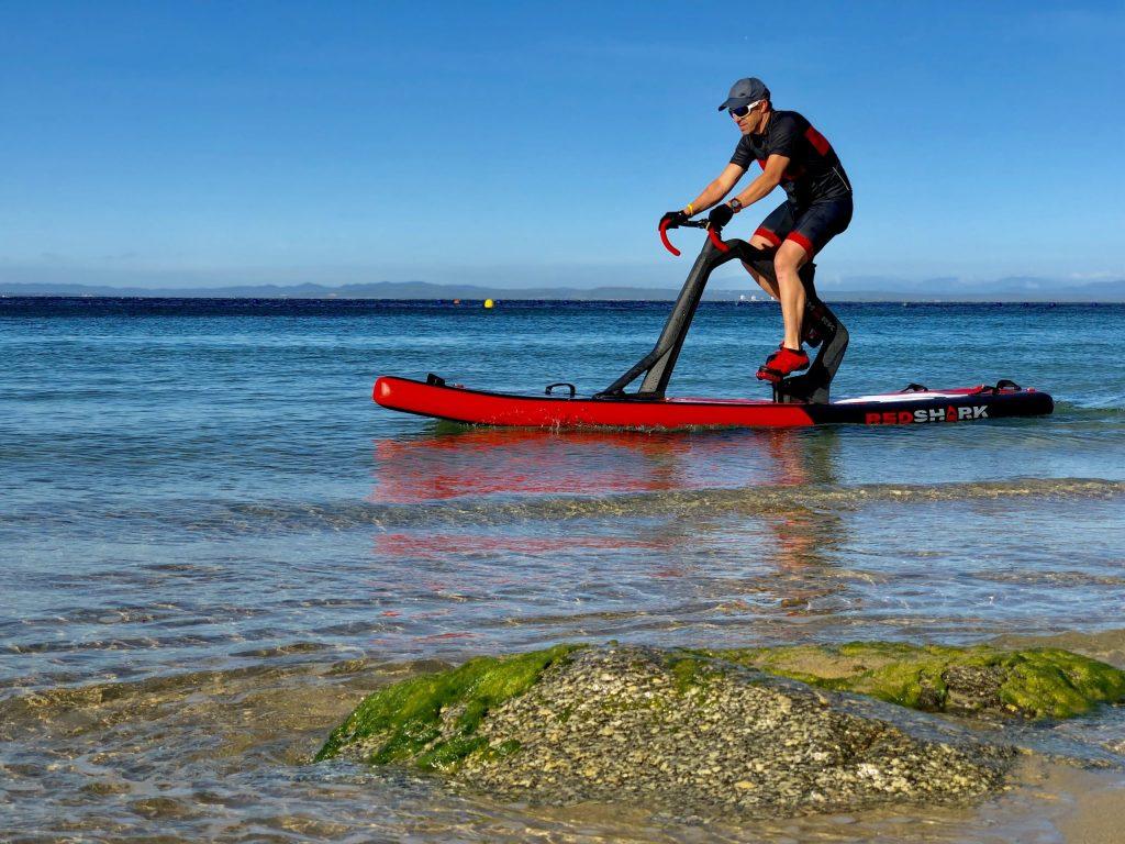 modello di fitness sull'acqua