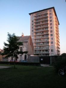 W. De Beersteeg parkje (zicht op building Kromme Wal). Foto: Dirk Boncquet, juni 2003.