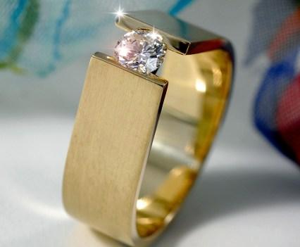 Geelgouden spanring met diamant