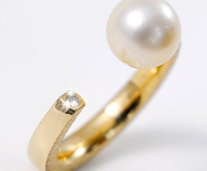 Open ring met cultive parel en diamant