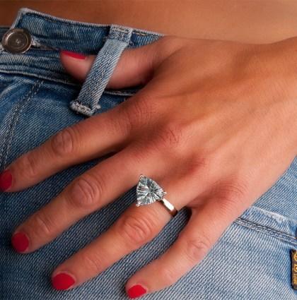 Witgouden ring met aquamarijn en diamant