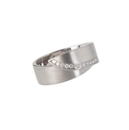 Handgemaakte witgouden ring met diamant
